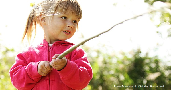 Natural Play: Ditching Fancy Toys for Sticks and Mud
